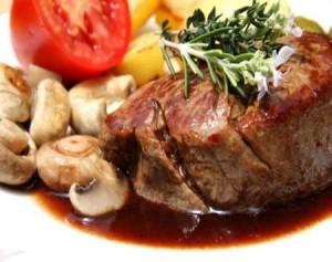 Գինիով սունկով միս